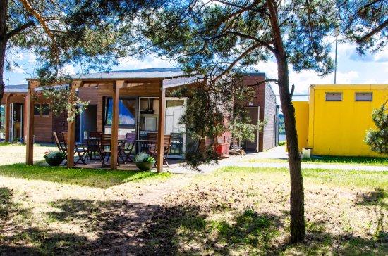 Kaunas Camp Inn: Küchenblock (links) und Sanitärcontainer