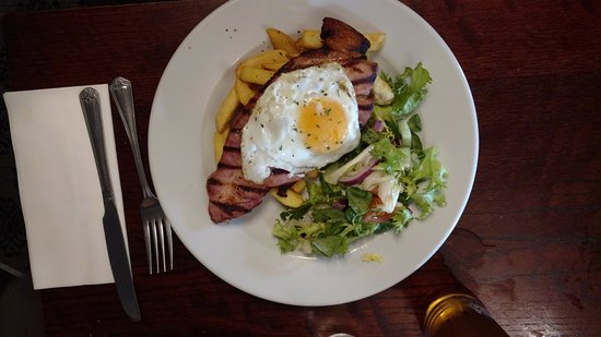 Whaley Bridge, UK: Gammon with Egg