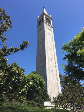 University of California, Berkeley: 學校的地標-鐘塔