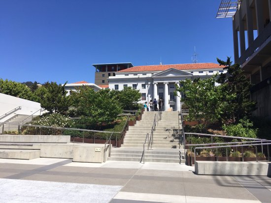 University of California, Berkeley: 學校的一個建築