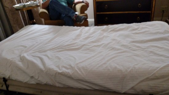 Warwick Denver Hotel: Swayback mattress