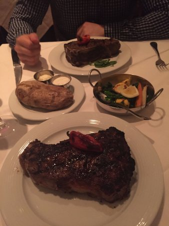 Gallagher's Steakhouse: Dry-aged new york strip