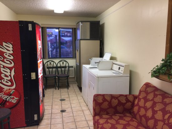 Norwalk, OH: Laundry room for customers