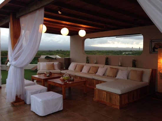 Iguana Crossing: Chill lounge at the rooftop terrace