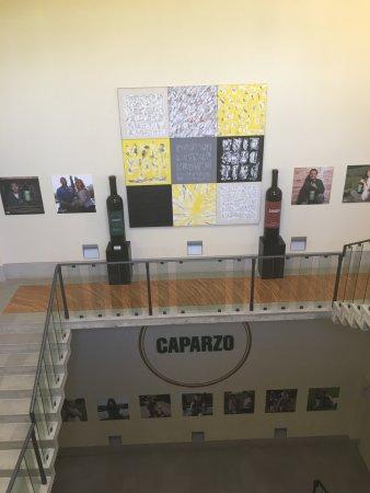 Montalcino, إيطاليا: Caparzo Winery entrance