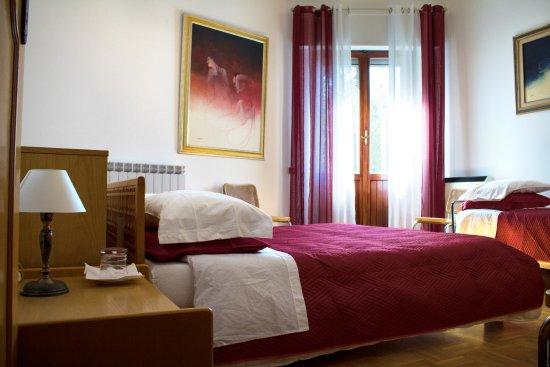 Trevi, Italy: Camera tripla con balcone
