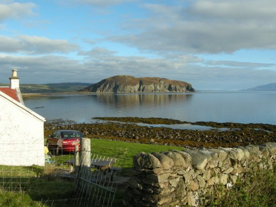 Kintyre Cottages: View from Fisherman's Cottage across to Davaar Island