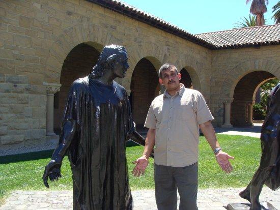 Palo Alto, Califórnia: Photo with a statue