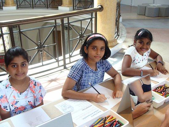 Palo Alto, Califórnia: Children on hands on acitivities