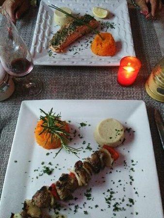 Le Beausset, Frankrike: les plats saumon et brochette d'agneau cuisson parfaite flan d'asperge à tomber