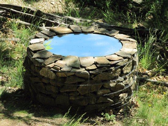 Dompnac, Prancis: Le puits sans fond ...