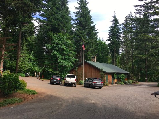 Stevenson, WA: Vie of the lodge from the main entrance