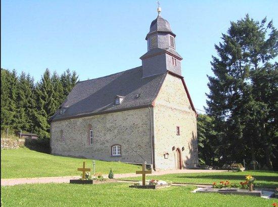 Schmitten, Allemagne : Die Laurentiuskirche in Arnoldshain ist eine der ältesten Kirchen des Taunus