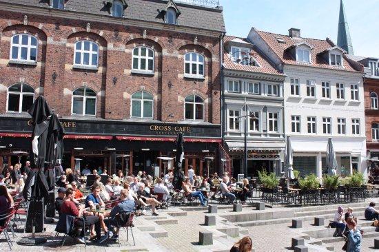 Cross Cafe & Restaurant: Aarhus, Cross Cafe, outside seating