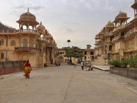 how to get to galta ji jaipur