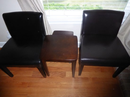 "Cinnamon Bear Creekside Inn: Small chairs with no arms in ""handicapped room."""