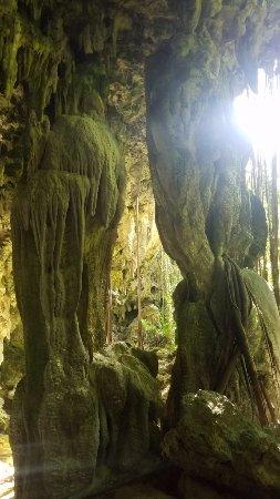 Atiu, Kepulauan Cook: Caves