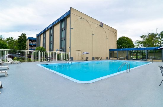 Pool - Picture of Days Inn & Suites by Wyndham Johnson City - Tripadvisor