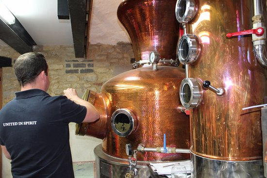 Harrington, UK: The still gets loaded with botanicals