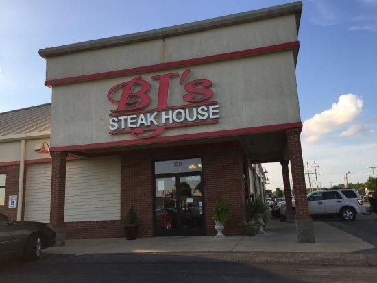 BJ's Steakhouse: Front