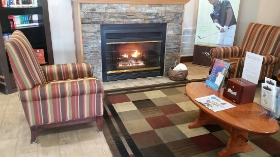 Country Inn & Suites by Radisson, Grand Rapids Airport, MI: Fire used 24/7 even in a heatwave