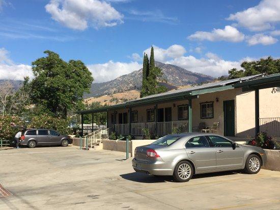 Barewood Inn & Suites: Motel view