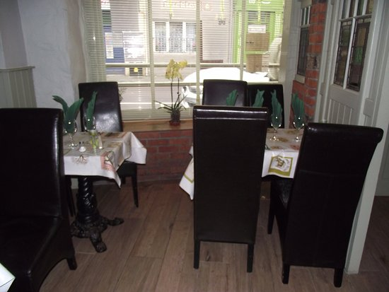 Listowel, Ιρλανδία: 2 tables at the very front of restaurant