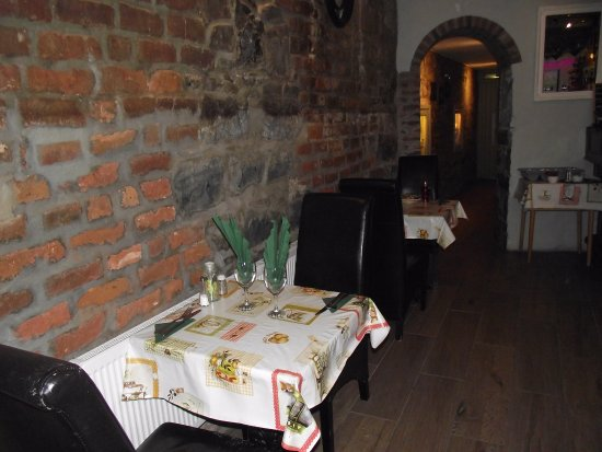 Listowel, Ιρλανδία: Table for 2 along a beautiful renovated stone and brick wall