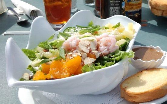 Reedsport, OR: Schooner Inn Cafe for amice late lunch!