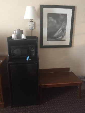 Hampton Inn & Suites Palm Coast: Microwave and mini refridgerator