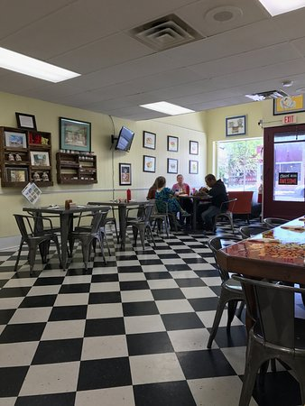Canastota, NY: Dining Area of The Toast