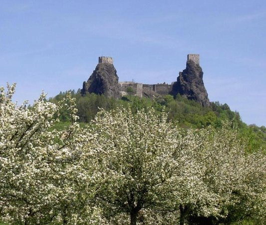 Lazne Belohrad, República Checa: Place: Trosky castle - Bohemian Paradise, region with most of our transfers and tours