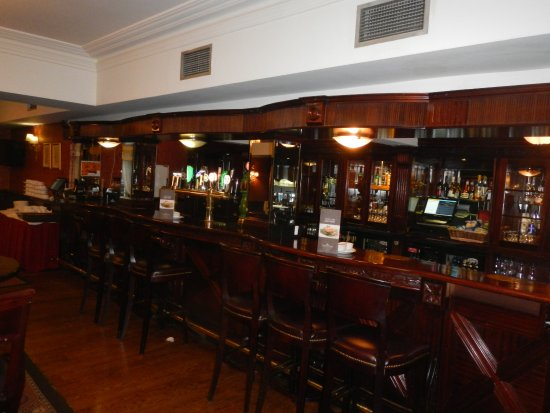 Buswells Hotel: Bar area