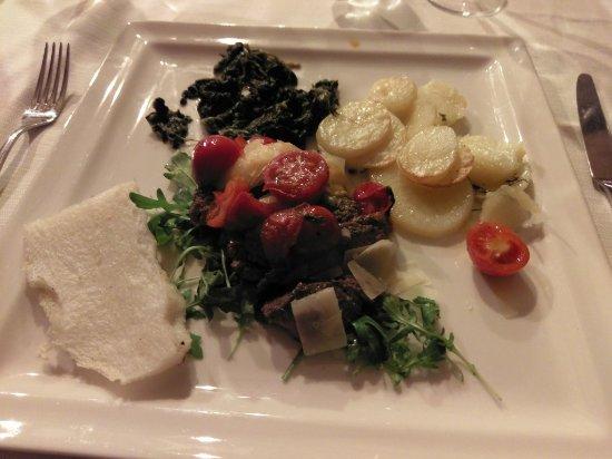 Musile di Piave, Itália: Tagliata con pomodorini, verdura e polenta
