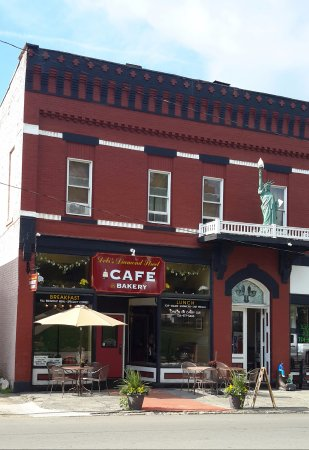 Mercer, PA: Quaint, historic location across from south side of the courthouse.