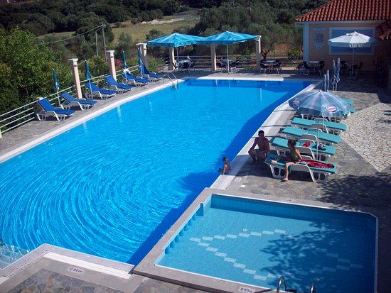 Peratata, Yunani: swimming pool