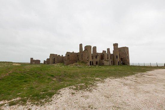 Slains Castle: Slain's castle.. windy..cold.