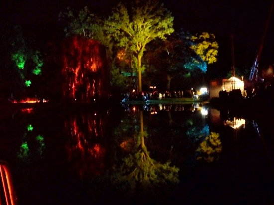 Neuhardenberg, Niemcy: Park beleuchtet