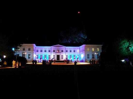 Neuhardenberg, Niemcy: schloß bei Nacht