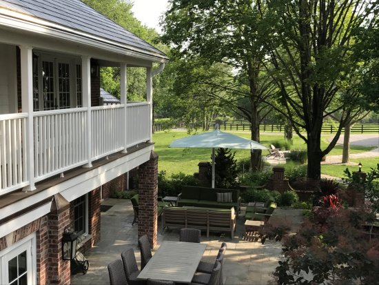 Eighth Pole Inn: Patio Area