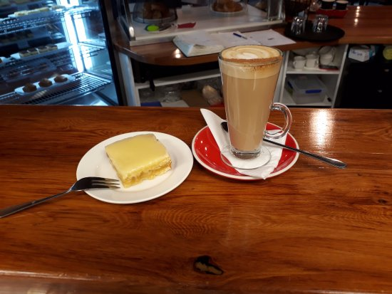 Saint Arnaud, Nueva Zelanda: Spicy Latte with Orange Almond Slice