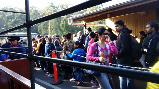 Belgrave, Australien: Passengers waiting for tickets to be checked before boarding