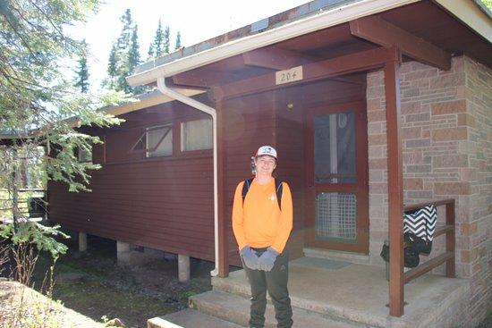 Rock Harbor Lodge: Outside cabin