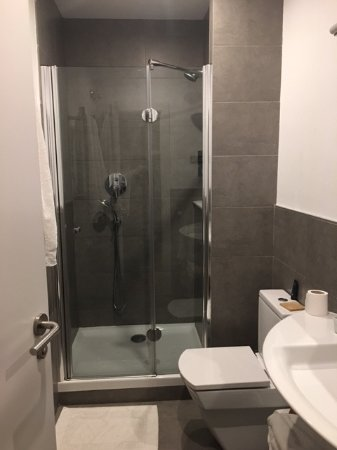 Bonavista Apartments - Passeig de Gracia: Bathroom With Shower