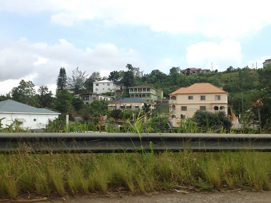 Righteousness Tours Jamaica: Driving on the Highway, Mandeville 
