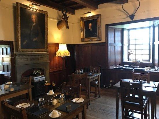Benderloch, UK: Left side of the lounge (where breakfast is served)
