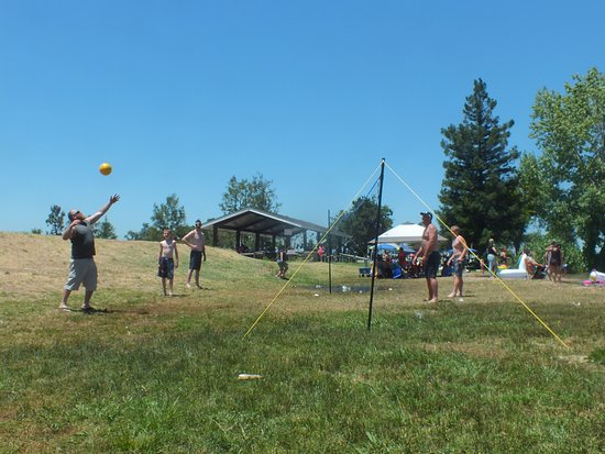 Oakdale, CA: volley