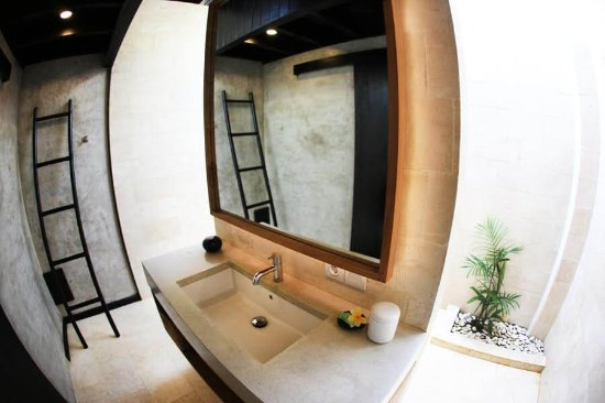 Wave House - Surf Camp: Bathroom in Studio room