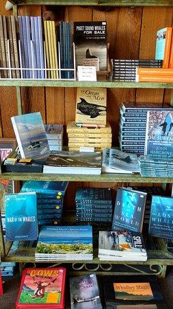 แลงลีย์, วอชิงตัน: Great selection of books, DVDs, CDs, whale games and more.