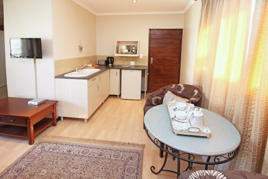 Bellville, Zuid-Afrika: Open plan unit with balcony